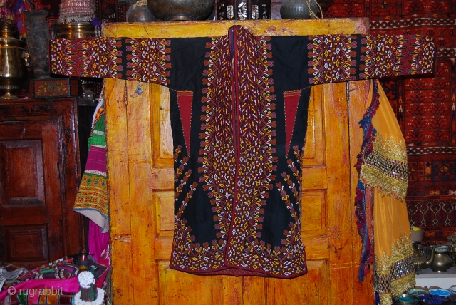 A fabulous Black Tekke chapan in a very great condition.