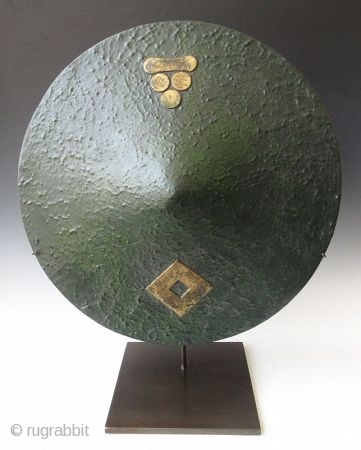 Japanese Edo Green Lacquer Mori Clan Jingasa  Japanese circular jingasa with a gradual domed top, rough textured to simulate leather. The composition is of bamboo, paper, layers of Urushi lacquer work with green  ...