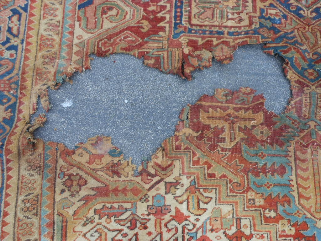 Persian Heriz Early 20th Century 9 3 X 12 2 82 X 3 66