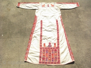 Vintage Palestinian white wedding dress / thobe, small faint stains, some yellowing, I have not tried to clean it, it could use an ironing, the approximate sizes are: 51 inches from tip  ...