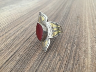 A beautifull Turkmen ethnic tribal silver ring fine gilded and with cornalian.