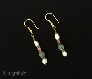 Very pretty old Uzbek silver earrings with natural stones and gilded. Best gift ! Circa - 1900 - 30 Size - Lenght : 5.5 cm Thank you for visiting my Rugrabbit store  ...