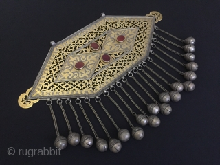 Central-Asia Turkmenistan Tribal Silver Necklace with cornalian very fine fire gilded open work talisman desing collection piece. Circa-1930 Size : 26cm x 37.5cm - Weight : 702 gr Thank you for visiting  ...