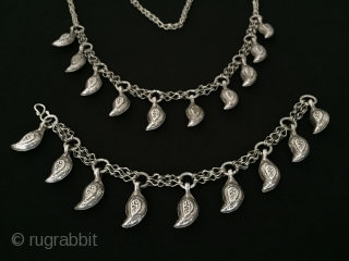 Central - Asian Turkmen silver traditional necklace and bangle. Great condition ! Circa - 1900 Size - Necklace - Height : 39 cm - Lenght : 37 cm - Bangle - Lenght  ...