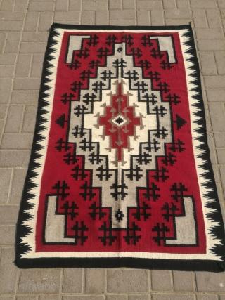 Vintage navajo rug. Excellent condition. Size 5.3 x 3.4 feet.