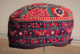 Fine embroidered Uzbek hat, susani like motifs, some slight bleeding.