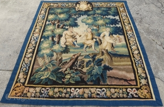 Yes, indeed a nice ancient tapestry with coat of arms for the royals among you  https://www.ebay.com/sch/lets_make_a_deal_around_seven_after_seven/m.html?item=152685726834&ssPageName=STRK%3AMESE%3AIT&rt=nc&_trksid=p2047675.l2562