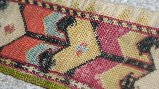 Antique Uzbek cross stitches belt. Excellent colours and stitches. The size is: 113cm X 8cm. offer fair price.