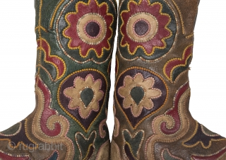 """Kyrgyz Boots - late 19th C.  almost length = 23.00 cm = 9.06"""" height = 32.50 cm = 12.80"""" width = 5.00 cm = 1.97""""  boots-001"""