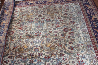 Wonderful carpet natural colors  with Birds,Animals, as you can see in the picture size.2.90cm x 1.90cm