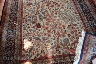 Wonderful carpet natural colors with Birds,patternet as you can see in the picture Clean hand washed. size 2,75cm x 1.80cm