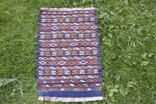 Dalmati apron sans fringes. All natural colors.