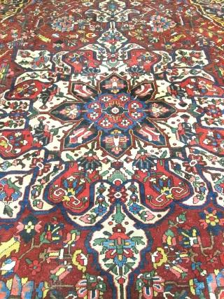 Stunning Antique Persian Bakhtyari Oriental Rug.  Size 13'x18'6''.