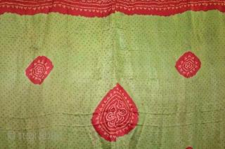 Bandhani Odhani Gajji Silk Tie and Dye From Kutch Gujarat India Called As Kumbhi. One of the rare Design Tie and Dye Kumbhi.Its size is 158cm X 178cm.(DSL01750).