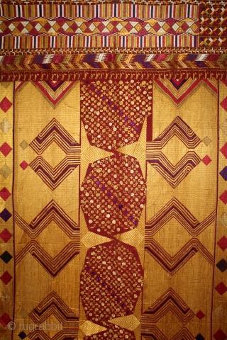 Sarpallu Phulkari From East(Punjab)India called As Sarpallu(Patang Design).Proper Samalsar, kotkapura of Punjab India.Floss Silk on Hand Spun Cotton khaddar Cloth.(DSL03220).