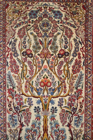 ca.1930 Wonderful Isfahan Rug,,Great Natural colours shiny silky wool and very good condition,,size:214x140 cm  7x4.7 ft
