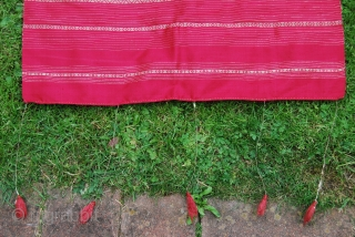 Antique shawl or shoulder cloth (probably from Syria) very finely woven in silk and metal thread, 63 x 248 cm (+ 23 cm fringe at each side), rather good condition