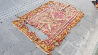 Size : 104 x 155 (cm),  Middle anatolia (mudjur), Over 100 years old , Natural dyes,