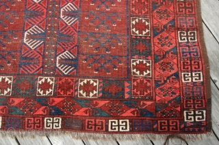 {21} 132 x 186 cm. Ersari Ensi, late 19th c. one synthetic red, evenly worn and complete.