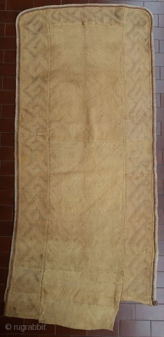 """Excellent old Kuba N'Chak (traditional dance skirt), Kuba Kingdom (Democratic Republic of Congo), circa 166 (at the longest point) by 74 (at the widest) cm, woven raffia and typical raffia """"velvet"""", perfect  ..."""