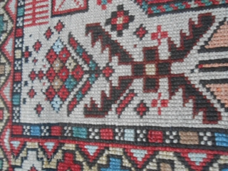 Size 155 x 103 cm. Antique Caucasus SHIRVAN knotted around 1860/1880. In very good