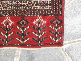 Beautiful piece very old Turkmen Youmud tribe. In very good condition. Shiny wool and
