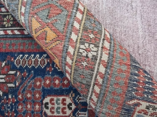 192 x 118 cm Tappeto ORIENTALE CAUCASO distretto di KHILA antico fine 1800. Tracce d'uso dovute all'epoca ma nel complesso tappeto bello e importante.   Oriental carpet knotted in CAUCASUS the district of KHILA. Some  ...