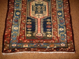 An antique and very original piece that I think district of AZERBAIJAN.  MESHKIN capet antique.   * But MAYBE a KELARDASHT carpet antique *. Wool on wool and natural dyes. Size cm. 99  ...