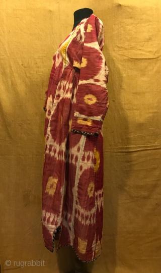 Uzbek Vintage silk ikat chapan clothes  Size  Height : 130 cm Under arm : 50 cm Shoulder size : 60 cm  Fast shipping worldwide   Thank you visiting for my shop :)