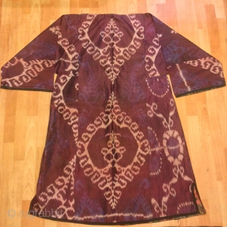 Ikat silk chapan kaftan clothes 19.century Very beautiful   Size :  Height : 135 cm Under arm : 70 cm Shoulder size : 60 cm  Fast shipping worldwide