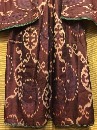 Antique Silk chapan, uzbek hand weaving coat, silk robe caftan clothes, rare collection ikat chapan coat   Size  Height : 130 cm Under arm : 62 cm Shoulder size : 55 cm  Fast shipping worldwide   Thank you  ...