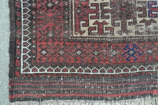 Antique Baluch rug - late 19th c. - 2'7 x 4'6 - 79 x 137 cm.
