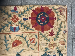 Suzani embroidery , 19TH century . photos daylight .  Size : 158x110cm Price : 1700 euro + shipping from Paris