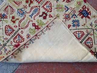 Summer sale : A beautiful Grec embroidery cushion !? complete . 