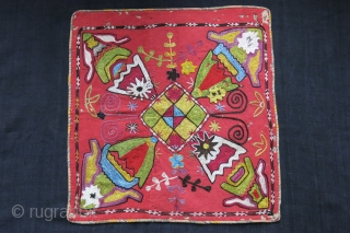 """Uzbekistan - Kungrat wall hanging / Mirror cover. Silk embroidery on wool trade cloth. abstract motifs of Lakai/ Kungrat tribes. circa 1900 or earlier, size : 16"""" X 16.5"""" - 41 cm  ..."""