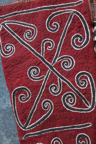KYRGYZ – Tribal Felt yurt OK BASH. Great tribal central Asian Yurt / Yurta tent pole holder protection bags for migration. It is a large size. Some of the yurts can cover  ...