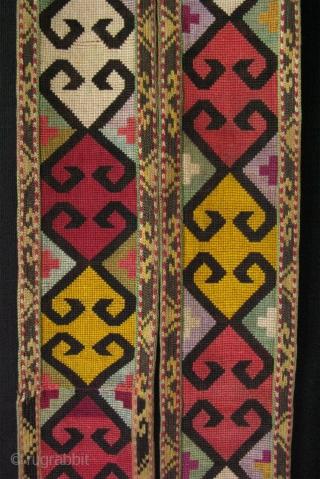 "Uzbekistan - Shahrisebz iroqi band. Size: 3"" x 100"" (8cm x 254cm)."