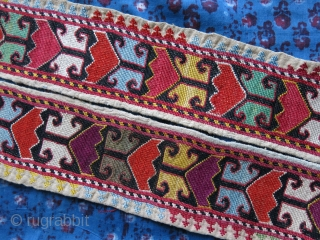 """Uzbekistan Lakai, silk embroidered belt, No corrosion on red color wool embroidery. Circa 1900 - Size: 45"""" x 3"""" - 114 cm X 7.5 cm"""