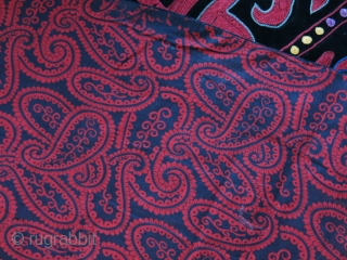 """Kirgiz ceremonial trapping, silk embroidery on velvet, little wears on embroidery. Printed cotton backing. Cica: 1920-1930 Size : 32"""" X 28"""" - 82 cm X 72 cm"""