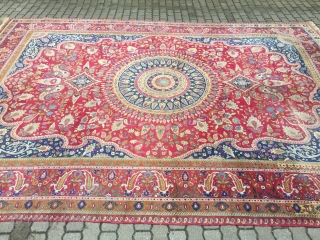 Fine antique classic Persian Kirman Ravar with an elegant design and a finely drawn medallion, very decorative, size: ca. 400x280cm / 13'1''ft x 9'2''ft, some localized wear but reasonable priced.