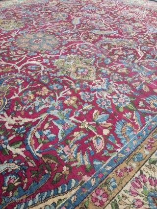 Fine antique Persian Kirman Ravar carpet. Size: 380x275cm / 12'5''ft x 9'1''ft, little old moth damage in the border (see picture)