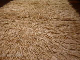 Luxurious, understated filikli tulu from Karapinar, 170x110cms, undyed soft, shiny angora wool tufts on undyed sheep wool plainweave base.