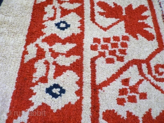 Alpujarran rugs were domestic items generally woven for personal use, a tradition that remained in Southern Spain (the muslims stayed for 800 years in Spain and left a strong cultural and social  ...