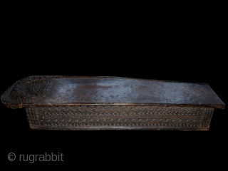 Bed cod. 0152. Wood. Bamileke people. Cameroon. First half 20th. century. Measurement cm. 165 x 48 x 27height (65 x 19 x 11 height). 