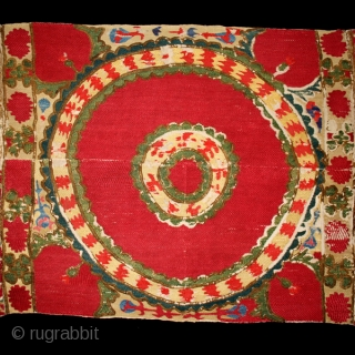 Suzani fragments cod. 0494. One of the pieces added on my new website www.nonplusultra.cloud. Silk embroidery on cotton, traditional dyes. Central Asia. Mid. 19th. century. Very good condition. Cm. 65 x 150  ...