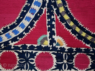 Suzani cod. 0565. One of the new items just posted on my website www.nonplusultra.cloud. Six cotton panels with silk and wool embroidery on cotton. Tashkent region. Central Asia. Mid. 19th. century. Excellent  ...