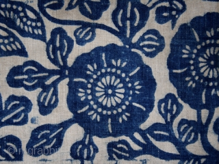 Batik fragment cod. 0539. One of the items posted on my new website www.nonplusultra.cloud. Cotton, traditional dyes. Miao people. Guizhou province. South China. Late 19th. century. Very good condition. Cm. 75 x  ...
