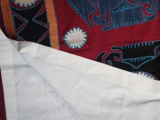 Tadjik suzani cod. 0050. First half 20 th. century. Size cm. 205 x 213 (81 x 84 inches).