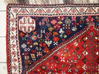 #1C288  Hand made vintage Persian Gashkai rug 4' x 5.3' ( 124cm x 163cm ) C.1960s
