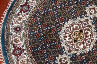 #1D05  Hand made woolen Persian Tabriz style round rug 3' ( 91cm) C.2014